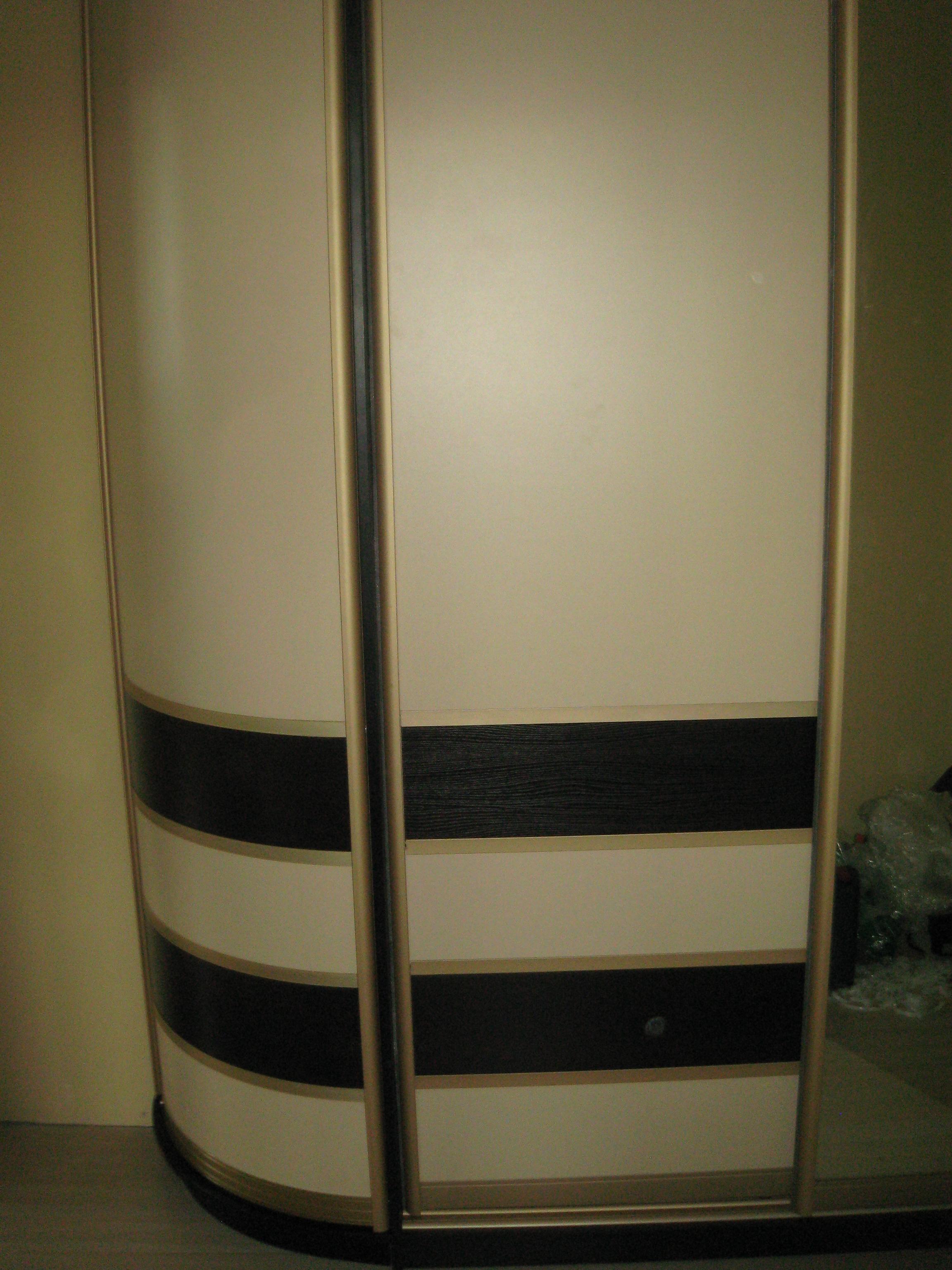 Шкаф купе с радиусной распашной дверью мебель от миттекс.