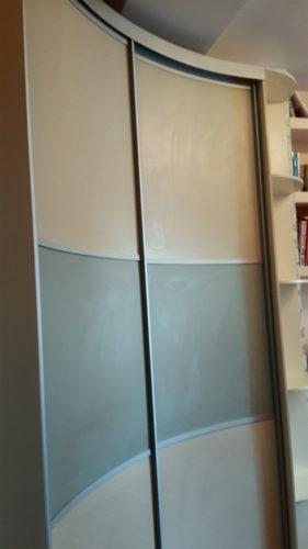 радиусный шкаф купе ваниль плюс фисташка 1
